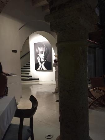 Tcherassi Hotel: La entrada del Hotel que es también del restaurante