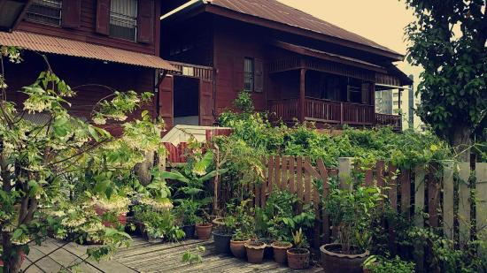 Bann Kun Pra Guesthouse : Beautiful guesthouse grounds