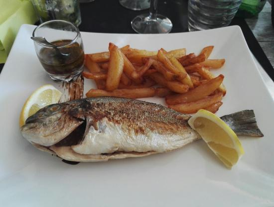 Dorade enti re et frite picture of le pescadou vias for Cuisine entiere