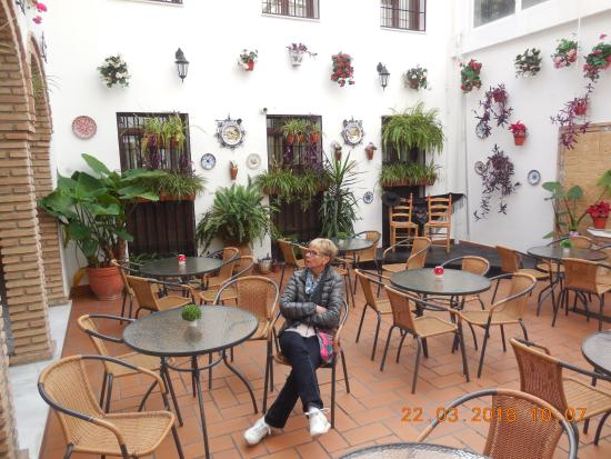 Hotel de los Faroles: Indoor patio