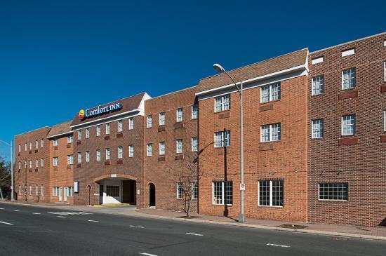 Comfort Inn Ballston: Exterior