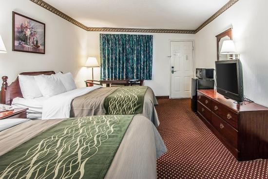 Econo Lodge Inn & Suites Southeast : Queen Room