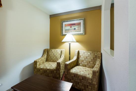 Rosenberg, TX: Queen Suite