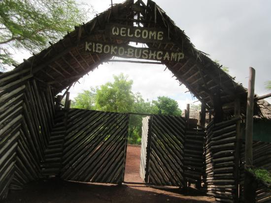 Kiboko Bushcamp : entrance gate