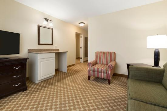 Country Inn & Suites By Carlson, Asheville at Asheville Outlet Mall, NC : ASHVFamily Suite