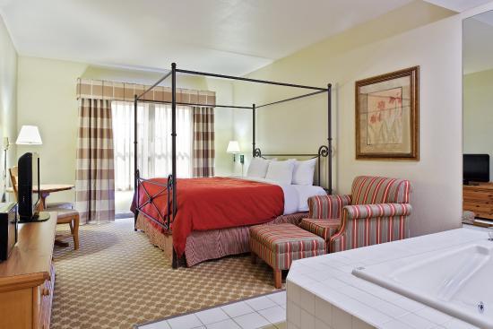 CountryInn&Suites Freeport WhirlpoolSuite