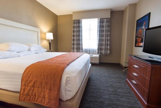 Drury Inn & Suites Cincinnati Sharonville: Two-room Suite Guestroom