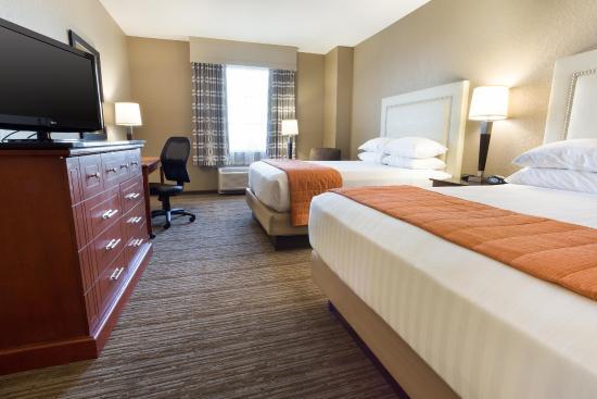 Drury Inn & Suites Cincinnati Sharonville: Deluxe Queen Guestroom