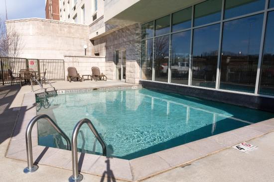 Drury Inn & Suites Cincinnati North: Indoor/Outdoor Pool