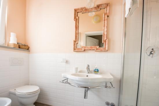 Camere A Righe : Bagno camera righe n.4 foto di b&b lorys house arezzo tripadvisor