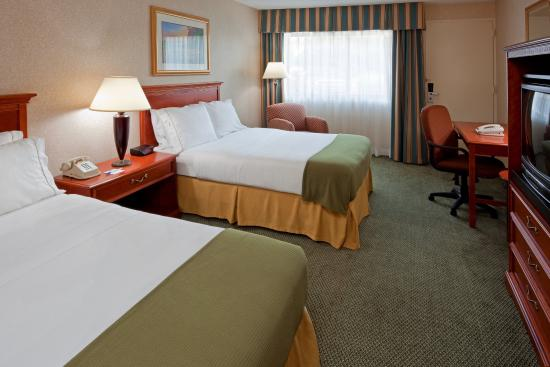 Holiday Inn Express Elmira Horseheads : Double Bed Guest Room with Pool View