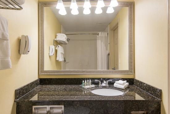 Taunton, MA: Standard Guest Bathroom