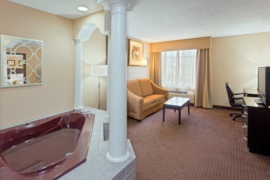 Austinburg, OH: Relax in your own Jacuzzi in our Jacuzzi Suite.