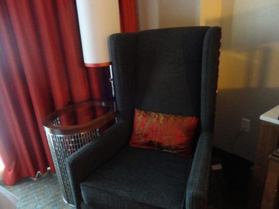 very nice sitting chair at window picture of jw marriott rh tripadvisor com