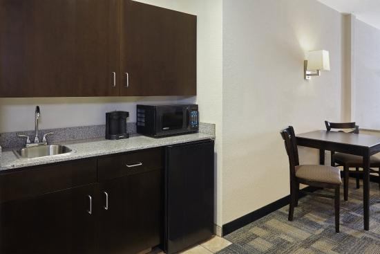 Pekin, IL: Two Queen Suite Kitchen area
