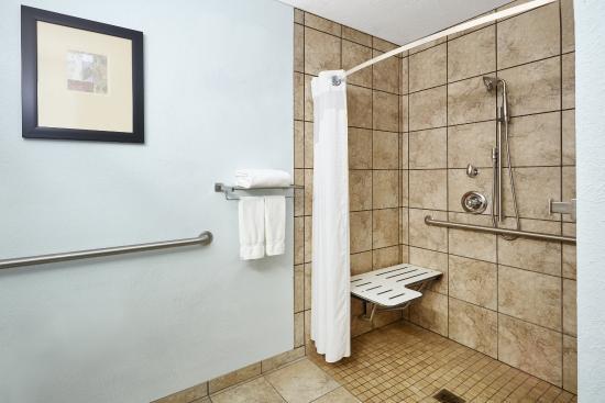 Pekin, IL: Guest Bathroom