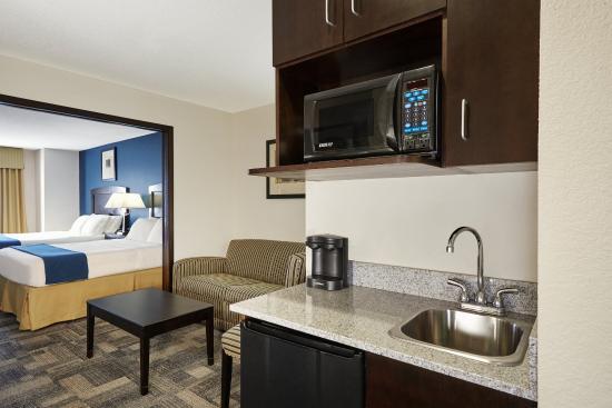 Pekin, IL: Two Queen Suite Kitchen