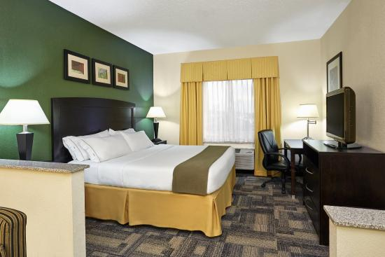 Holiday Inn Express Hotels And Suites Pekin: ADA/Handicapped accessible King Suite