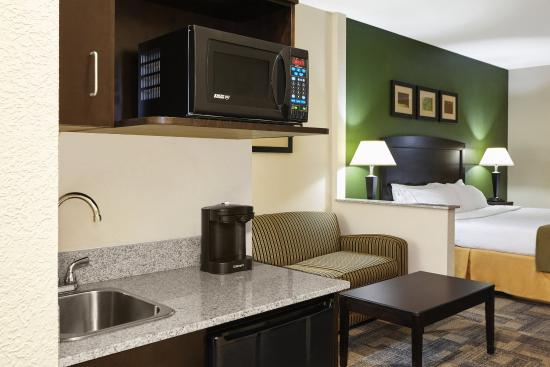 Pekin, IL: King Suite Kitchen