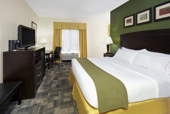 Holiday Inn Express Hotels And Suites Pekin: King Suite with jetted tub