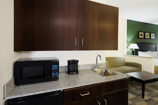 Holiday Inn Express Hotels And Suites Pekin: King Suite kitchen