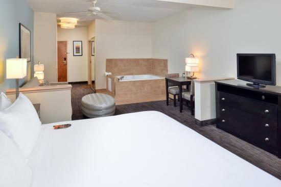 Holiday Inn Express St. Joseph: Jacuzzi Suite