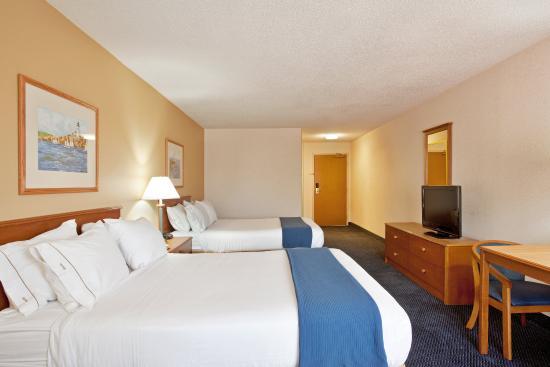 Holiday Inn Express St. Joseph: Queen Bed Guest Room