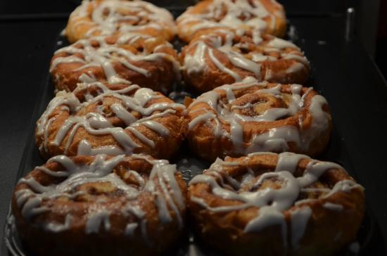 Fort Montgomery, Nova York: Cinnamon Rolls at Breakfast Buffet
