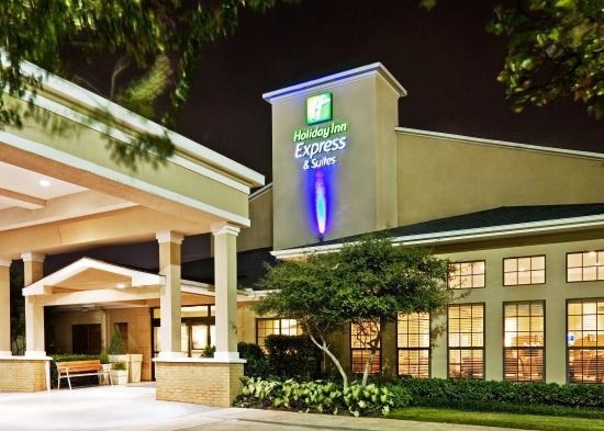 Holiday Inn Express Hotel & Suites Dallas/Stemmons Fwy(I-35 E): Hotel Exterior