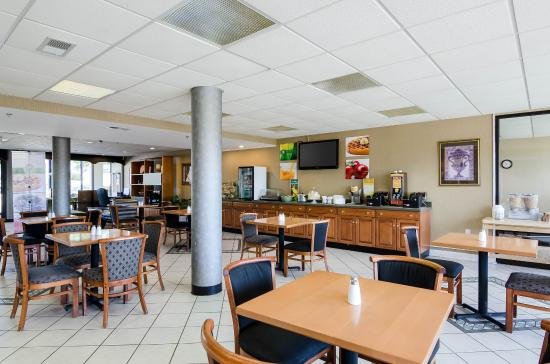 Quality Inn Troutville: Breakfast Seating