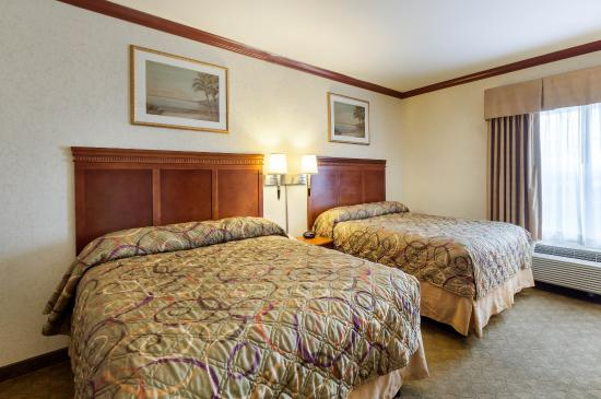 Ingleside, TX: Suite with two beds