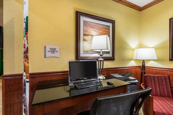 Quality Inn & Suites Beachfront: Business Center