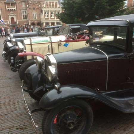antieke auto 39 s op de grote markt picture of haarlem north holland province tripadvisor. Black Bedroom Furniture Sets. Home Design Ideas