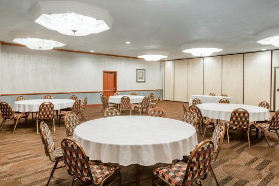 Clarion Inn Conference Center : Ballroom