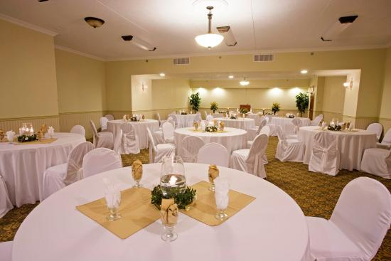 Holiday Inn Express Suites Gananoque: Grande Room Ballroom for Larger Events