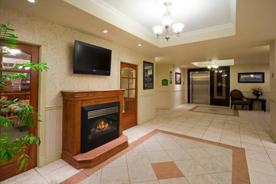 Holiday Inn Express Suites Gananoque: Hotel Lobby