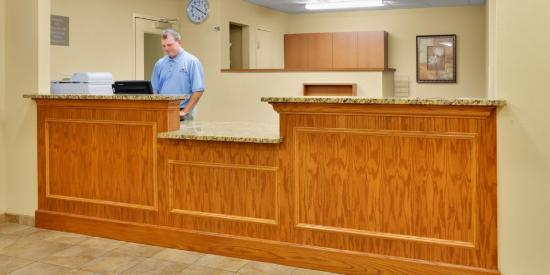 Candlewood Suites Harrisburg: Front Desk