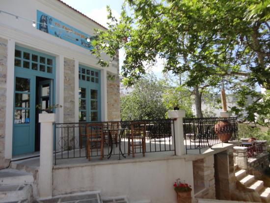 Kalopanagiotis, Cypr: The higher terrace