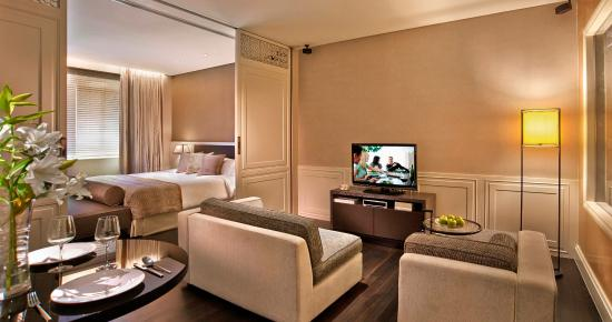 Ascott Raffles Place Singapore: Living Area Of Collyer Suite (1 Bedroom)