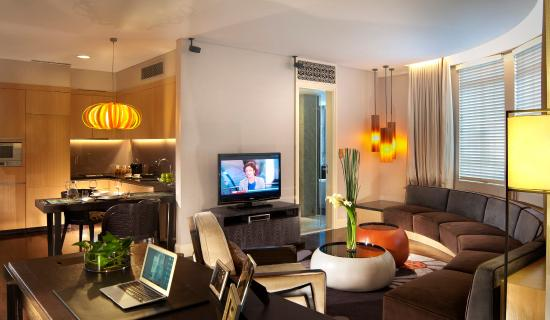 Ascott Raffles Place Singapore: Living Room Of Finlayson Suite (1 Bedroom)