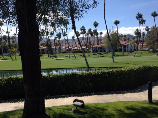 Rancho Mirage, Kalifornien: Looking onto the fairway from beside the waterpark