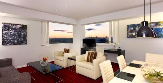 Park Plaza Leeds: Suite living room