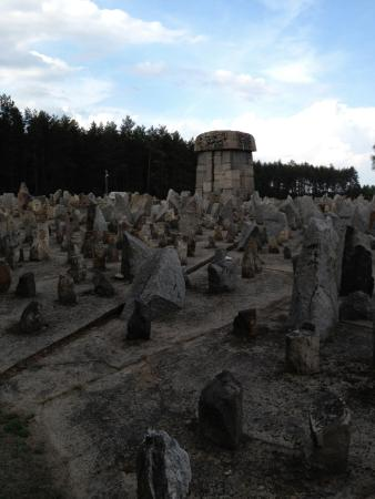 Centrale Polen, Polen: These stones (roughly 17,000) represent a village Jews were taken from, or completely wiped away