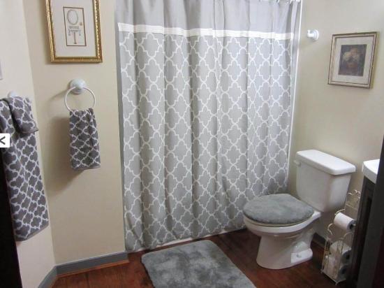 Ashland, Βιρτζίνια: Bathroom 1