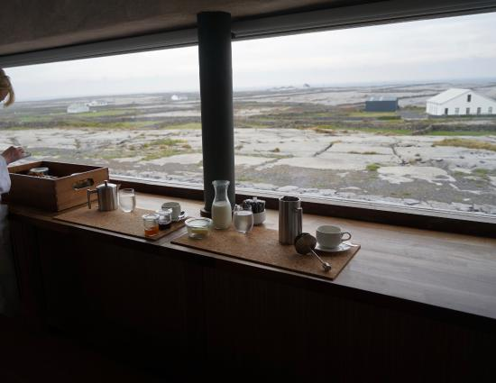 Inis Meain Restaurant & Suites: breakfast box in room