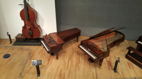 Paris, Fransa: Музыкальные инструменты