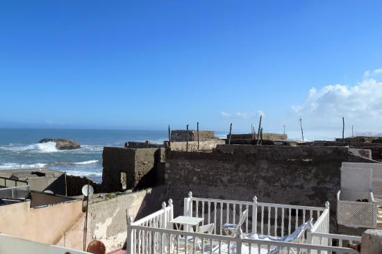Riad Lunetoile : View of the sea from the rooftop patio
