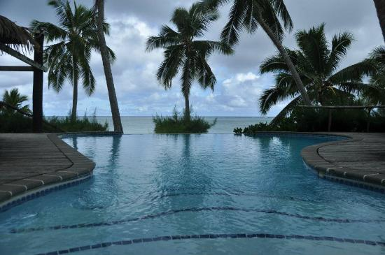 Tamanu Beach: Vista desde la piscina, pequeña pero infinita...