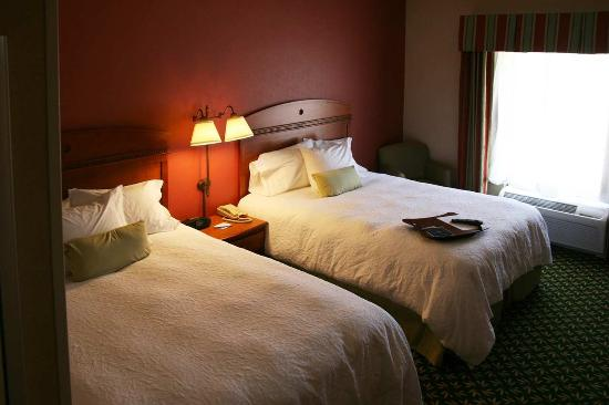 Hampton Inn Mountain Home: Two Queen Beds