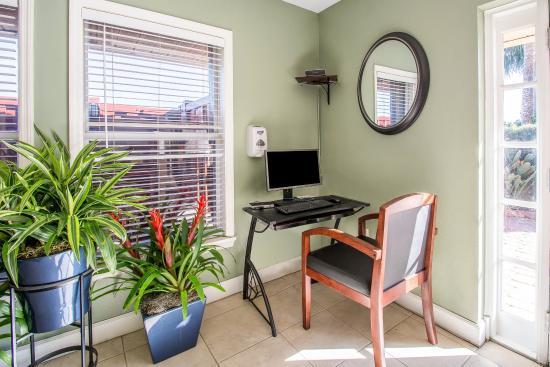 Orlando's Sunshine Resort: Business center